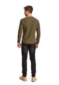 TOP SECRET - Cienki sweter strukturalny. Okazja: na co dzień. Kolor: zielony. Materiał: tkanina. Długość rękawa: długi rękaw. Długość: długie. Sezon: wiosna. Styl: casual