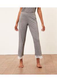 Warm Day Spodnie Piżamowe 7/8 - Szary - Etam. Kolor: szary. Materiał: włókno, wiskoza, koronka, materiał. Wzór: koronka, aplikacja