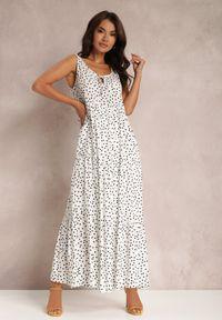 Renee - Biała Sukienka Callalura. Kolor: biały. Materiał: tkanina, wiskoza. Długość rękawa: bez rękawów. Wzór: kropki. Sezon: lato. Długość: maxi