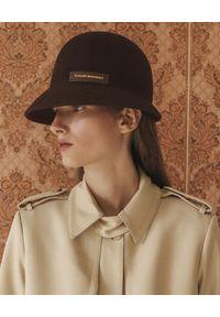 RUSLAN BAGINSKIY - Brązowy, filcowy kapelusz. Kolor: brązowy. Materiał: wełna, materiał. Wzór: napisy, aplikacja