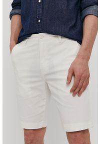 Levi's® - Levi's - Szorty. Okazja: na co dzień, na spotkanie biznesowe. Kolor: biały. Materiał: tkanina, bawełna. Wzór: gładki. Styl: biznesowy, casual