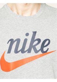 Nike T-Shirt Heritage BV7678 Szary Standard Fit. Kolor: szary