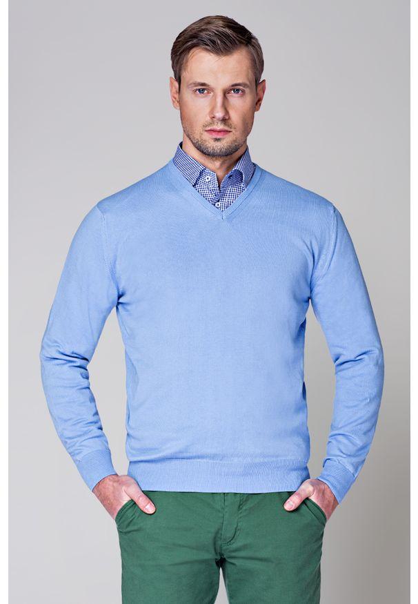 Niebieski sweter Lancerto klasyczny, w kolorowe wzory, z dekoltem w serek