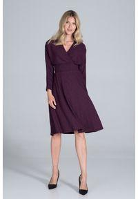 Figl - Sukienka z Kopertowym Dekoltem z Prążkowanej Dzianiny - Fioletowa. Kolor: fioletowy. Materiał: dzianina, prążkowany. Typ sukienki: kopertowe