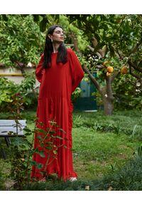 WILD MASCOT - Sukienka maxi z falbanami. Kolor: czerwony. Materiał: materiał. Wzór: aplikacja. Sezon: lato. Typ sukienki: rozkloszowane. Długość: maxi #1