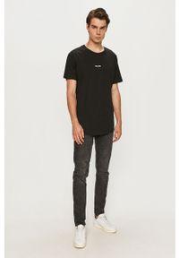 Czarny t-shirt Jack & Jones na co dzień, z nadrukiem, casualowy, z okrągłym kołnierzem