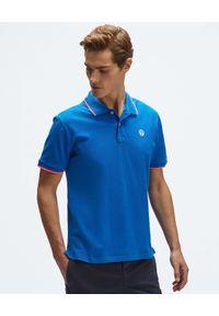 North Sails - NORTH SAILS - Niebieska koszulka polo z naszywanym logo. Typ kołnierza: polo. Kolor: niebieski. Materiał: bawełna. Wzór: haft