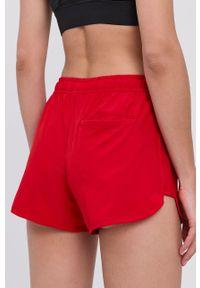 4f - 4F - Szorty. Okazja: na co dzień. Kolor: czerwony. Materiał: tkanina, włókno. Wzór: gładki. Styl: casual