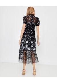 Czarna sukienka midi, elegancka, w kwiaty, na ślub cywilny