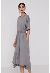 DKNY - Dkny - Sukienka. Okazja: na co dzień. Kolor: szary. Długość rękawa: długi rękaw. Wzór: nadruk. Typ sukienki: proste. Styl: casual