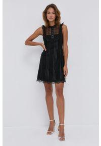 Pinko - Sukienka. Kolor: czarny. Materiał: tkanina. Wzór: gładki. Typ sukienki: rozkloszowane