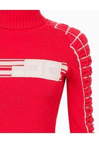 Elisabetta Franchi - ELISABETTA FRANCHI - Golf z logo marki. Typ kołnierza: golf. Kolor: czerwony. Materiał: jeans, prążkowany, materiał, wełna. Długość rękawa: długi rękaw. Długość: długie. Wzór: aplikacja