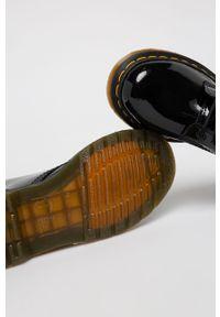 Czarne botki Dr. Martens na sznurówki, z cholewką