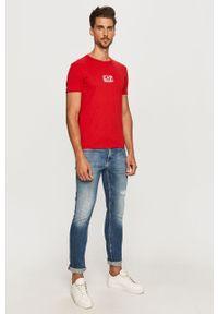 Czerwony t-shirt EA7 Emporio Armani na co dzień, z nadrukiem