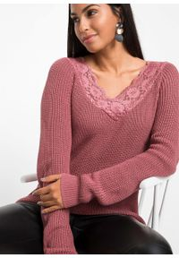 Fioletowy sweter bonprix w koronkowe wzory