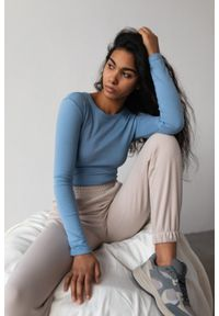 Marsala - Dopasowany top z długim rękawem w kolorze CLASSIC BLUE- MOODY BY MARSALA. Materiał: bawełna, prążkowany, materiał, elastan. Długość rękawa: długi rękaw. Długość: długie