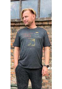 Czarny t-shirt z efektem sprania Aeronautica Militare. Kolor: czarny. Materiał: bawełna. Wzór: motyw zwierzęcy, nadruk
