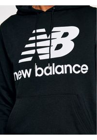 New Balance Bluza Essentials Stacked Logo Po MT03558 Czarny Athletic Fit. Kolor: czarny