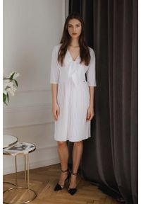 Biała sukienka wizytowa Figl elegancka