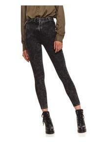 TOP SECRET - Jeansowe spodnie z paskiem. Okazja: na co dzień. Stan: podwyższony. Kolor: szary. Materiał: jeans. Sezon: zima. Styl: casual