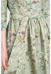 Marie Zélie - Sukienka Melia Ficiforma zielona. Typ kołnierza: kokarda. Kolor: zielony. Materiał: elastan, skóra, materiał, bawełna. Styl: klasyczny