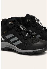 Czarne buty zimowe adidas Performance z okrągłym noskiem, z nadrukiem