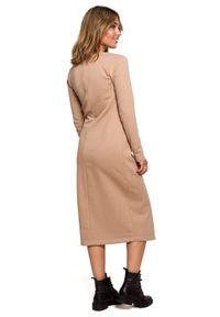 BE - Warstwowa sukienka z kopertowym wiązanym przodem. Materiał: jersey, dresówka, bawełna, dzianina, tkanina. Wzór: gładki. Typ sukienki: kopertowe. Długość: midi