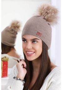 Brązowa czapka IVET elegancka