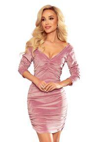 Numoco - Welurowa Drapowana Sukienka z Dekoltem V - Różowa. Kolor: różowy. Materiał: welur