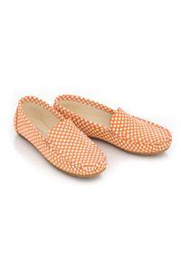 Zapato - pomarańczowe mokasyny damskie - skóra naturalna - model 001 - kolor dynia kwadraty. Nosek buta: czworokąt. Zapięcie: bez zapięcia. Kolor: pomarańczowy. Materiał: skóra. Wzór: kwiaty, kolorowy. Sezon: lato, wiosna. Obcas: na obcasie. Styl: klasyczny. Wysokość obcasa: niski