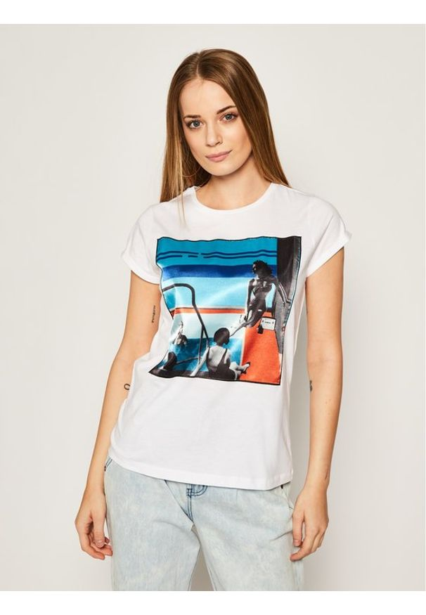 iBlues T-Shirt Dada 79710902200 Biały Regular Fit. Kolor: biały