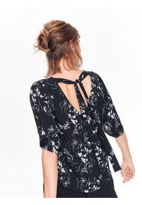 Czarna bluzka TOP SECRET w kwiaty, z krótkim rękawem, casualowa