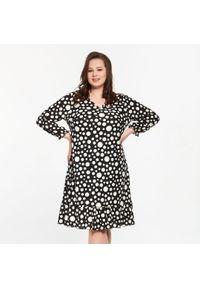 Sukienka dla puszystych Moda Size Plus Iwanek na wiosnę, na co dzień, w grochy, z dekoltem w kształcie v