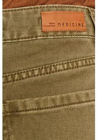 Zielone jeansy medicine