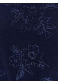 TOP SECRET - Bluzka z nadrukiem w kwiaty. Kolor: niebieski. Materiał: materiał. Długość rękawa: krótki rękaw. Wzór: nadruk, kwiaty. Sezon: lato, wiosna