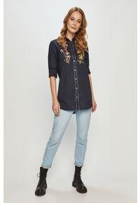 Desigual - Koszula bawełniana. Okazja: na co dzień. Kolor: niebieski. Materiał: bawełna. Długość rękawa: długi rękaw. Długość: długie. Wzór: aplikacja. Styl: casual