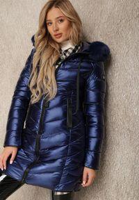 Renee - Granatowa Kurtka Metythia. Kolor: niebieski. Materiał: futro. Długość rękawa: długi rękaw. Długość: długie. Wzór: aplikacja. Sezon: zima