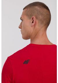 4f - 4F - T-shirt bawełniany. Okazja: na co dzień. Kolor: czerwony. Materiał: bawełna. Wzór: nadruk. Styl: casual