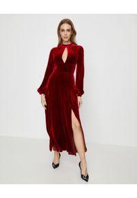 RAQUEL DINIZ - Czerwona sukienka z jedwabiu. Kolor: czerwony. Materiał: jedwab. Długość rękawa: długi rękaw. Typ sukienki: rozkloszowane. Styl: elegancki. Długość: maxi