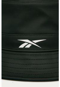 Czarny kapelusz Reebok z nadrukiem