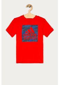 Czerwony t-shirt adidas Performance z nadrukiem, casualowy, na co dzień