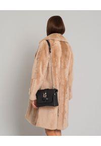 ALMAROSAFUR - Dwustronny płaszcz ze skóry owczej. Okazja: na co dzień. Kolor: beżowy. Materiał: skóra. Długość rękawa: długi rękaw. Długość: długie. Wzór: gładki, aplikacja. Styl: klasyczny, casual