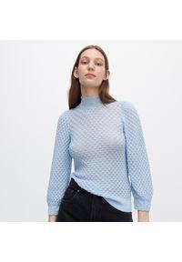 Niebieska bluzka Reserved ze stójką, w ażurowe wzory