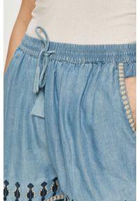 Niebieskie szorty Pepe Jeans z aplikacjami, na co dzień, casualowe
