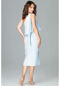 Lenitif - Koktajlowa ołówkowa sukienka na jedno ramię z falbaną błękitna. Okazja: na wesele, na ślub cywilny, na randkę. Kolor: niebieski. Materiał: tkanina. Typ sukienki: ołówkowe. Styl: wizytowy