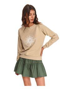 TOP SECRET - Nierozpinana damska bluza z nadrukiem. Okazja: na co dzień. Kolor: beżowy. Materiał: tkanina. Długość rękawa: długi rękaw. Długość: długie. Wzór: nadruk. Sezon: jesień. Styl: casual