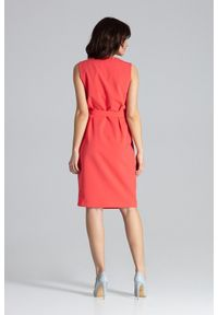 Lenitif - Elegancka ołówkowa kopertowa sukienka kimonowa koralowa. Okazja: do pracy. Typ kołnierza: dekolt kopertowy. Kolor: pomarańczowy. Typ sukienki: kopertowe, ołówkowe. Styl: elegancki