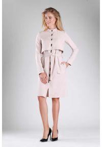 Beżowa sukienka wizytowa Nommo ze stójką, szmizjerki, elegancka