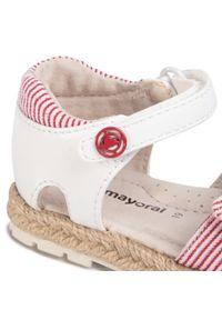 Białe sandały Mayoral na lato, z aplikacjami