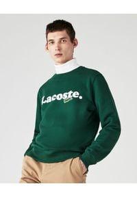 Lacoste - LACOSTE - Zielona bluza z logo. Okazja: na co dzień. Typ kołnierza: golf. Kolor: zielony. Materiał: jeans, bawełna. Długość rękawa: długi rękaw. Długość: długie. Wzór: haft. Styl: casual, elegancki